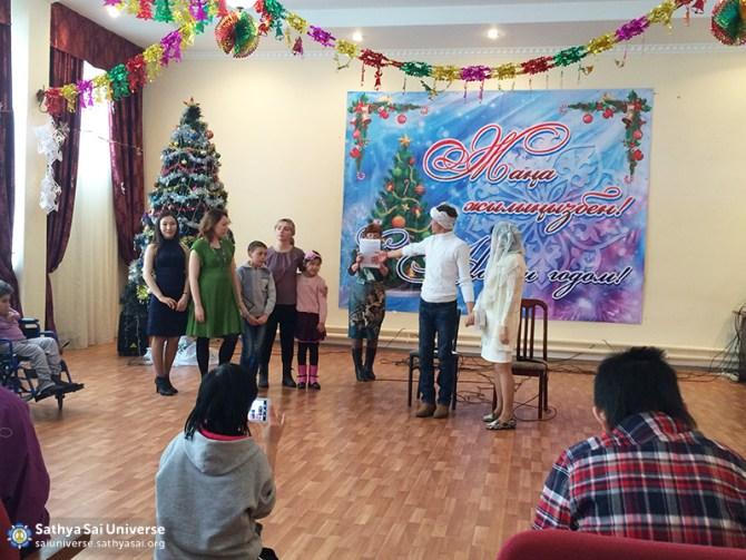 2016-01-04-Z8-Kazakhstan- Almaty-Visiting nursing homes-Performance