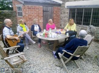 03-informal-bhajans-outside-during-a-tea-break