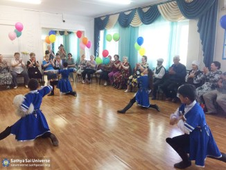 2016-05-09-z8-kazakhstan-visiting-nursing-homes-incendiary-children-dance-lezginka