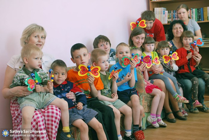 2016-05-26-31-z8-russia-interregional-medical-volunteer-camp-the-younger-group-of-the-centre-after-the-creative-workshop