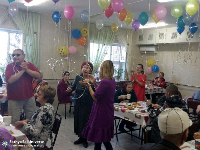 2016-10-09-z8-kazakhstan-zone-feeding-in-a-nursing-home-good-old-songs-copy