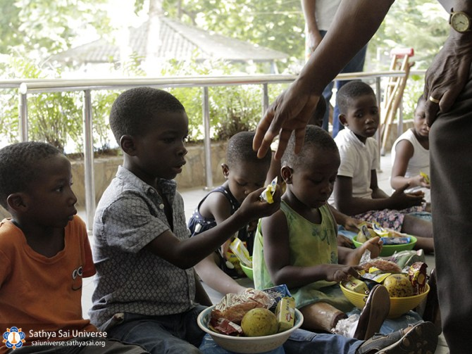 helping-disabeled-children-ghana-2017-13-copy