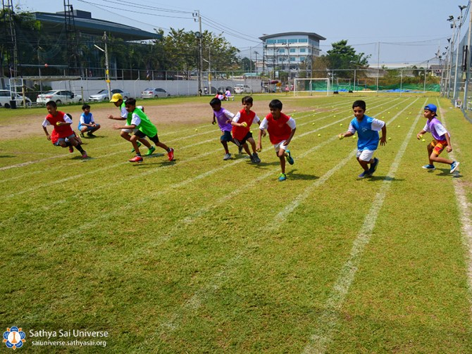 thailand-sports-day-2017-collect-ball-copy