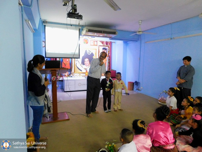 thailand-children-2017-deputy-central-regional-coordinatort-talk-about-swamis-teaching