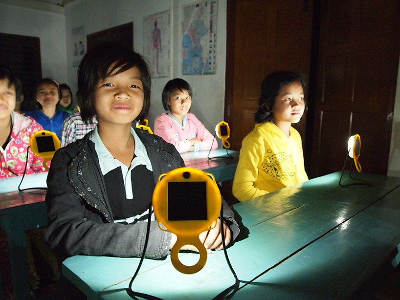 k8-industridesign-sunturtle-solar-light-designboom-12-818x614