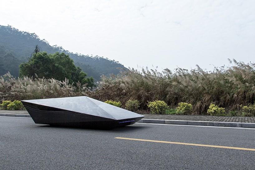 united-nude-lo-res-car-designboom-03-818x545