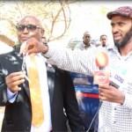 Daawo Muqaal:Madaxtooyada Somaliland Oo Gaadhi Ugu Deeqday Burco,Xildhibaan Bidhi iyo Badhasaab Maxamed Ibrahim (Qabyo-tire)Oo ka Hadley.
