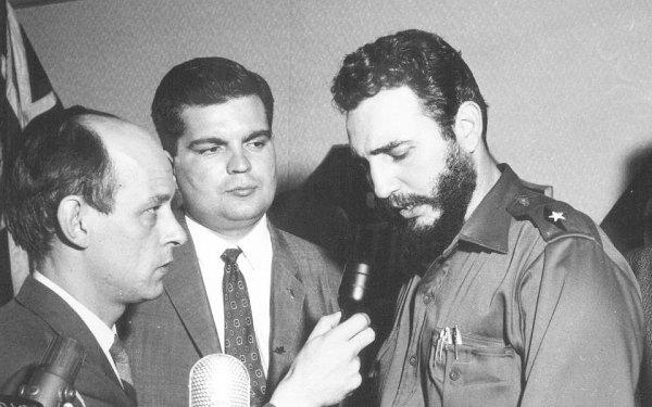 فیدل کاسترو  و کلاد دوپراس (وسط) در سال 1959 در مونتریال