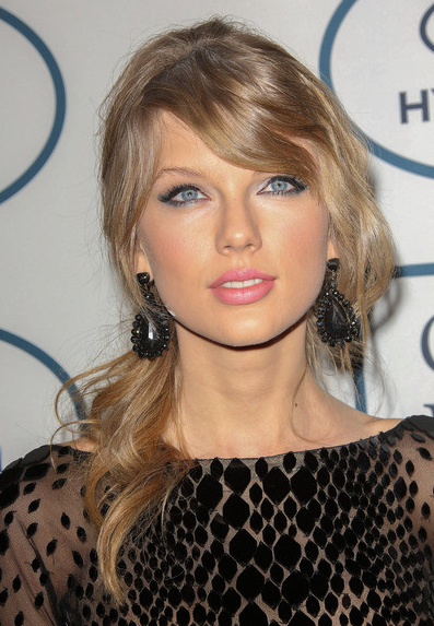 Celebrities with blonde hair amp blue eyes love or loathe