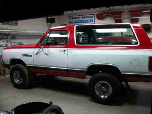 Dodge Ramcharger 1985, ROYAL SE 4X4 UTILITY TRUCK ONE OWNER 318 motor
