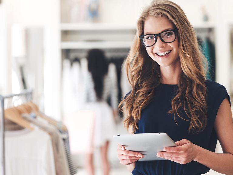 How To Bridge the Gap Between Online  Offline Sales Salesfloornet - sales associate