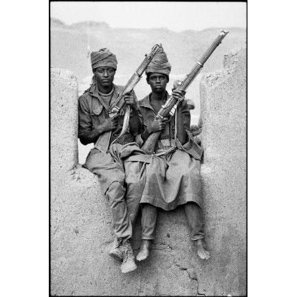 Marie-Laure de Decker Combattants du Frolinat à Yebbi-Bou, dans les montagnes du Tibesti, au Tchad