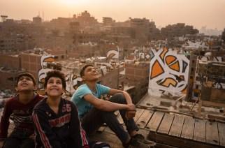 eL Seed, celui qui peint des messages de paix en calligraphie arabe sur les murs du monde