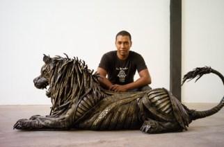 VIDÉO – Cet artiste marocain transforme de vieux pneus en oeuvres d'art