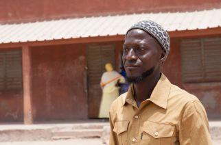 Mamadou Diédhouest instituteur à Kolda, Il se bat avec les autorités sénégalaises pour redonner une identité légale aux enfants fantômes de son école