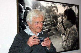VIDÉO – Décès du célèbre photographe Marc Riboud… Il laisse derrière lui l'un des plus célèbre hymne à la paix