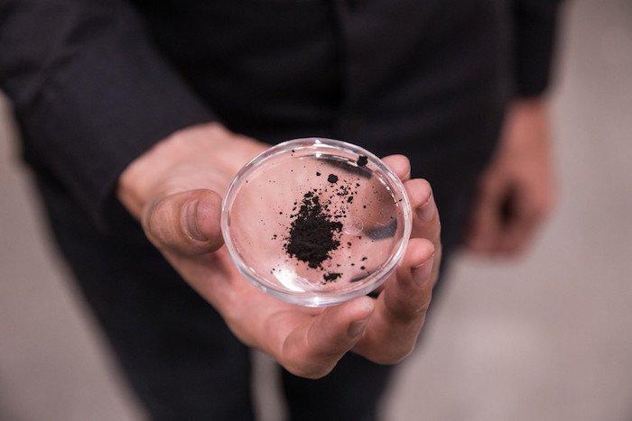daan-roosegaarde-transforme-pollution-diamant