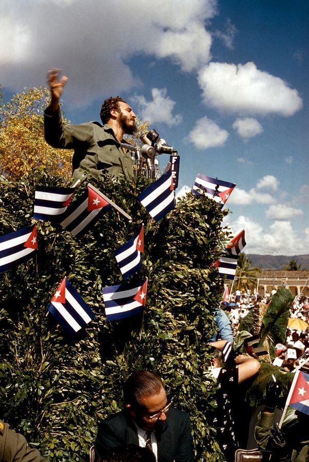 Discours de Fidel Castro en 1960. Photo Andrew Saint-George Magnum Photos