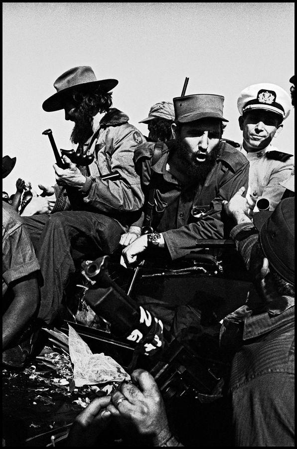 Fidel Castro et son armée révolutionnaire sur la route de la Havane, 1959 Burt Glinn Magnum Photos