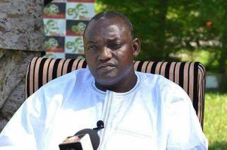 Gambie : Adama Barrow au Sénégal jusqu'à son investiture