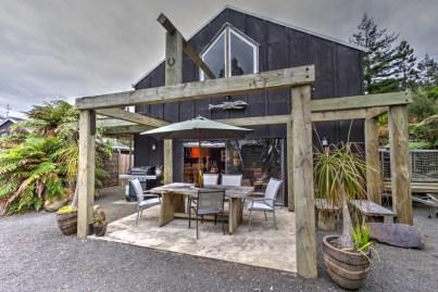Wairua Lodge BBQ area