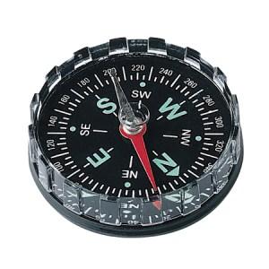 En kompass utgår från naturen - den magnetiska nordpolen för oss på norra halvklotet. Låt oss tillsammans finna vårt gemensamma Syd, Väst, Nord och Ost.