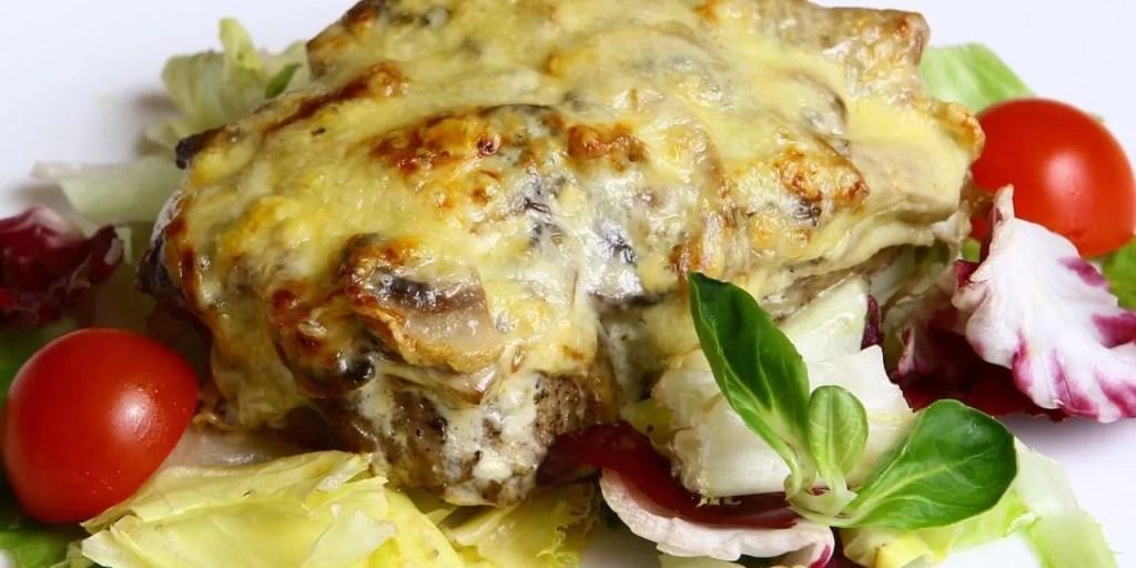 Мясо по-французски с грибами помидорами рецепт с пошагово