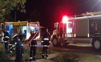 San Genaro: Bomberos sofocaron un incendio en una vivienda