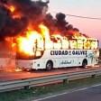 Se incendió un colectivo Ciudad de Gálvez en la Circunvalación