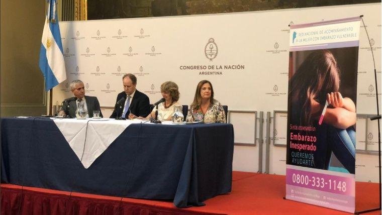 Martha Rodríguez con Carmen Polledo en la presentación de la línea.(Twitter @carmenpolledo)