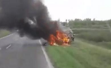 Centeno: Un auto terminó destruido al incendiarse en Ruta 34
