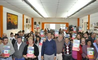La provincia entregó escrituras a vecinos de San Genaro, Maciel, Díaz y Monje