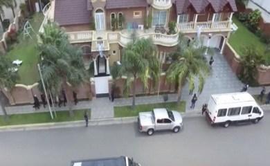[VIDEO] Un dron filmó la llegada de la policía a la mansión del Sindicalista Juárez