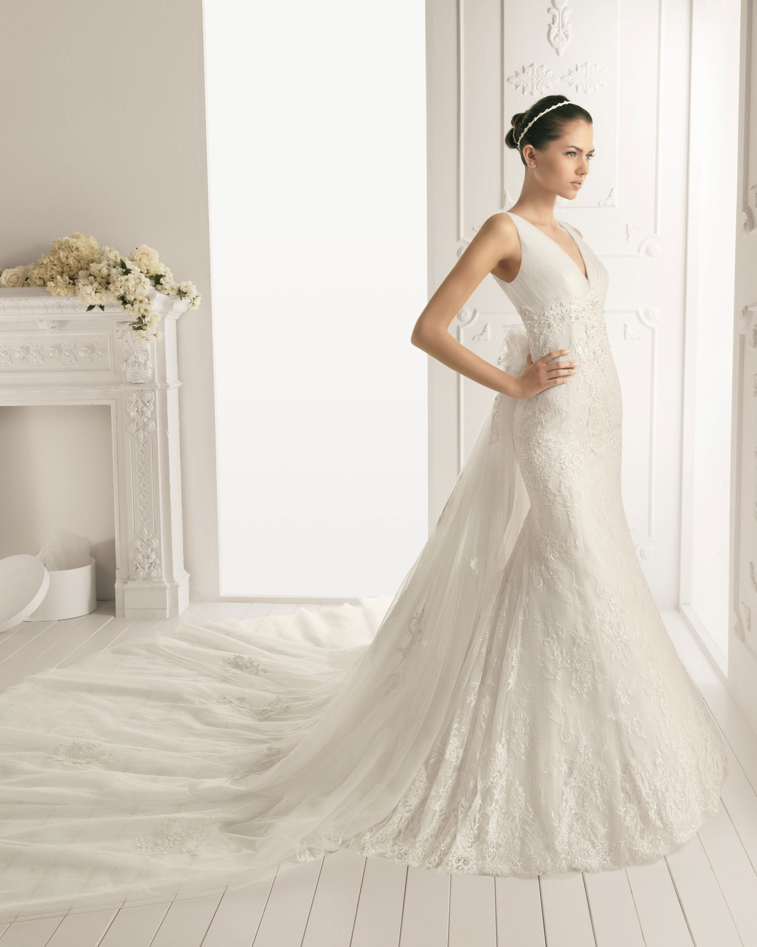 v neckline wedding dress with lace and detachable train detachable wedding dresses Published September 17 at in A Collection of Gorgeous Wedding Dresses with Detachable