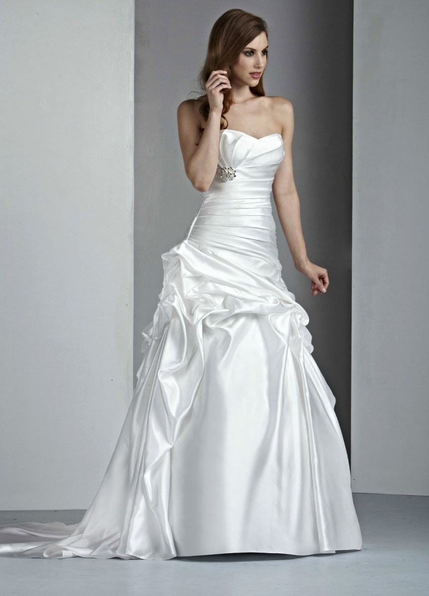 Satin wedding dress with a line silhouettesang maestro for Satin a line wedding dress