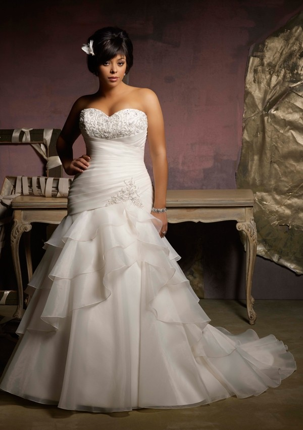 Plus size wedding dress with mermaid style sangmaestro for Best wedding dress styles for plus size brides