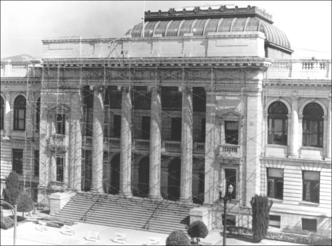 Sonoma County Courthouse in 1957, before the corbels were removed. Photo Sonoma County Library