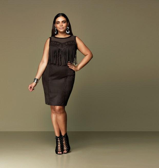 Elegance Plus Size_franjas e camurça_modelo Silvia Neves