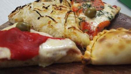 Crispy cauliflower pizza crust recipe gf sarah fit fugazzeta pizza el cuartito forumfinder Gallery
