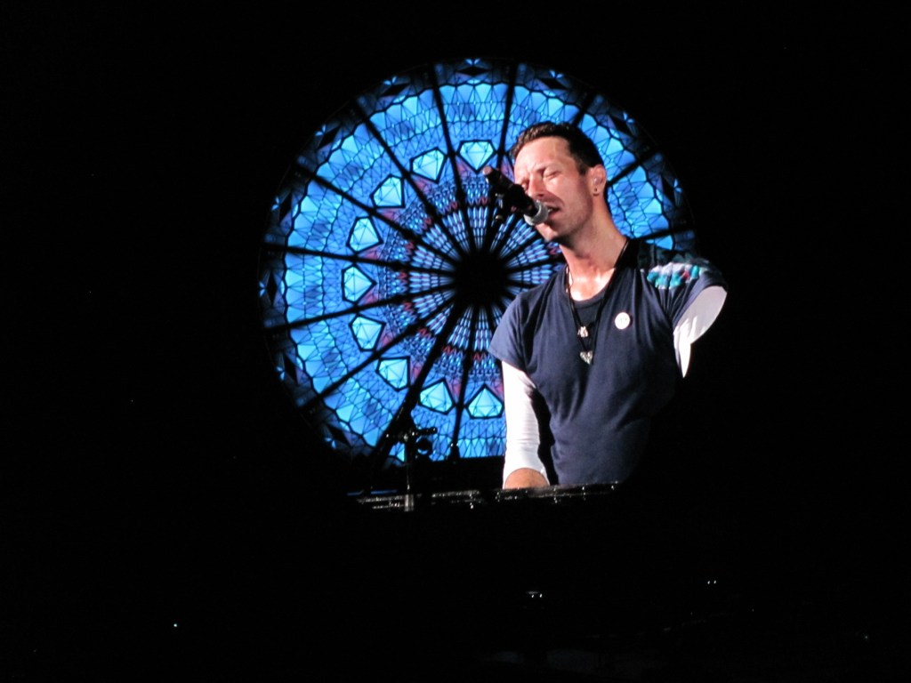 Hot On The Street Coldplay Toronto Chris Martin Singing