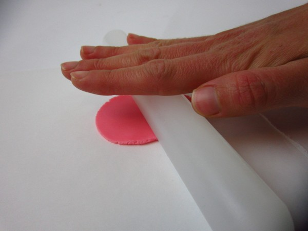 Roll fondant to 2-3mm thickness.