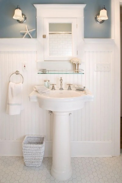 Top 10 Powder Rooms With Pedestal Sinks - Get Inspired!