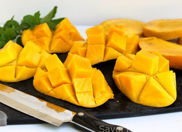 slicing-mangoes