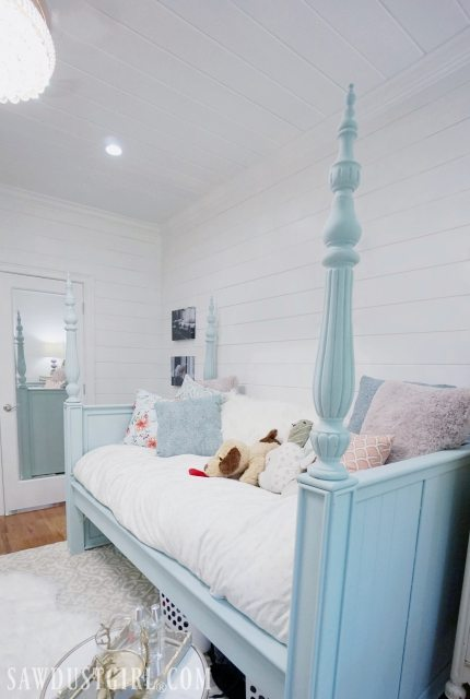 Small Bedroom idea: Upcycle bed