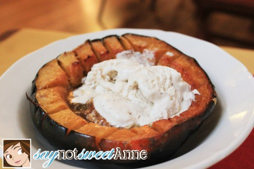 Delicious No-Machine Chai Ice Cream and Roasted Acorn Squash #fall #squash #icecream #chai