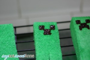Creeper Face Marshmallows
