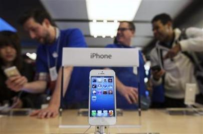 An Apple iPhone 5 phone is displayed in the Apple Store on 5th Avenue in New York (Credit: Reuters/Lucas Jackson)