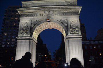 French-flag-hanging-from-the-Washing-Square-Park-arch(2)