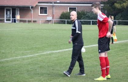Trainer Nils Reutter wechselt Moritz Bartels als Sturmspitze ein.