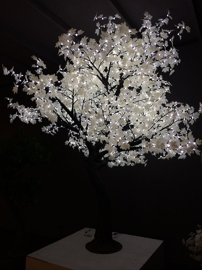 Outdoor Low Voltage Lighting Bulbs Artificial Trunk White Maple Tree For Christmas Decoration